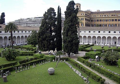 Terme_di_diocleziano_cortile_03