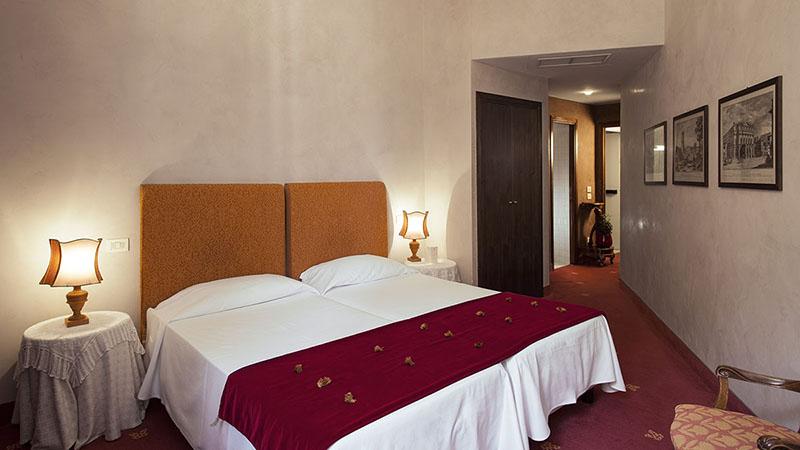 Spaziosa camera doppia Hotel Roma