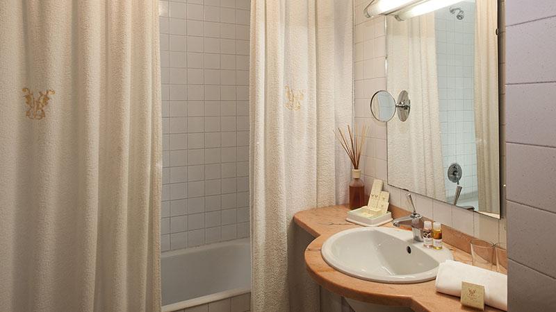 Bagno con vasca Camera hotel