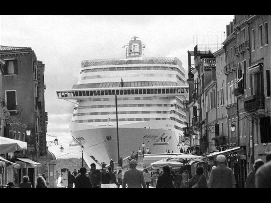 Venezia 20014 by Gianni Berengo Gardin