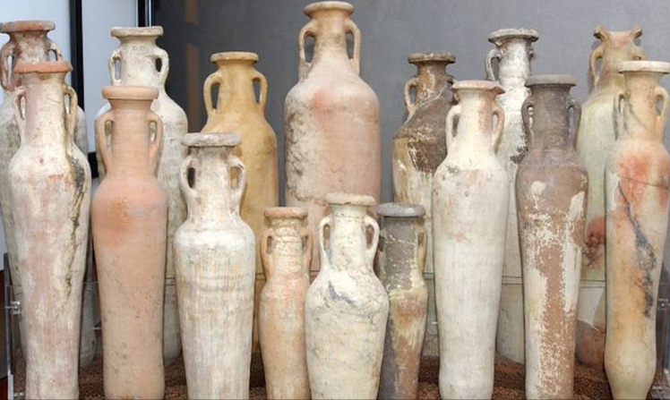 Spatheia - African small sized amphorae at Vicus Caprarius